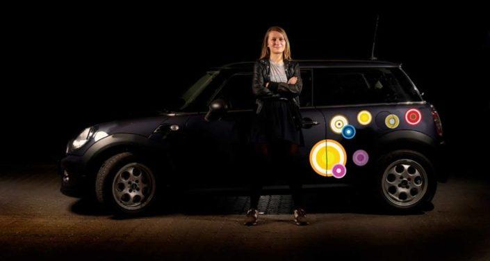 Bil klistermærker med grafiske cirkler i et farverigt udvalg