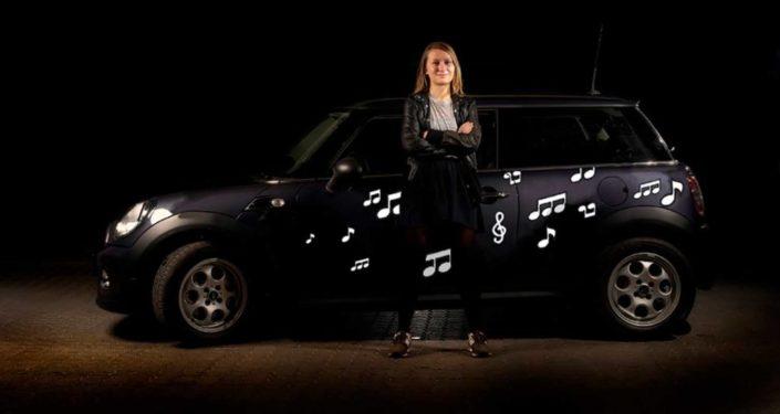Bildekoration med hvide noder til dig der ønsker at give bilen et personligt præg